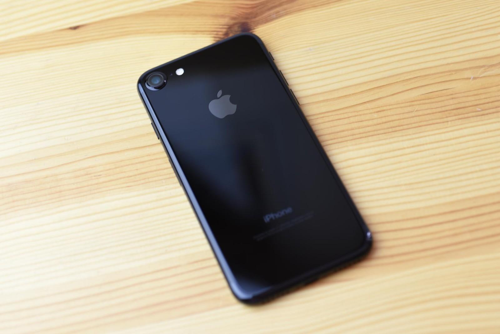 اپل تایید کرد که تمام موجودی آیفون ۷ پلاس و آیفون ۷ جت بلک بهفروش رفته است