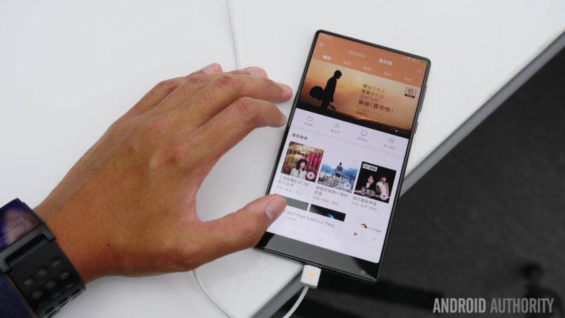 نگاه اولیه به شیائومی Mi MIX: یک گوشی هوشمند از آینده