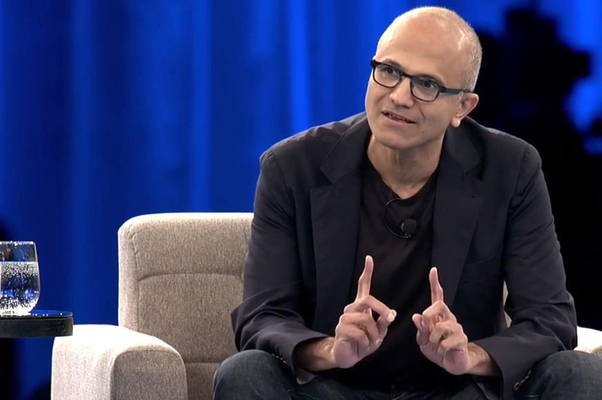 مدیر عامل مایکروسافت: زمین خوردیم اما میدان را خالی نمیکنیم!