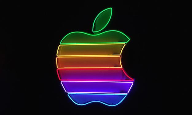 اولین کاهش درآمد اپل پس از ۱۵ سال، پیش بینی رشد برای فصل تعطیلات