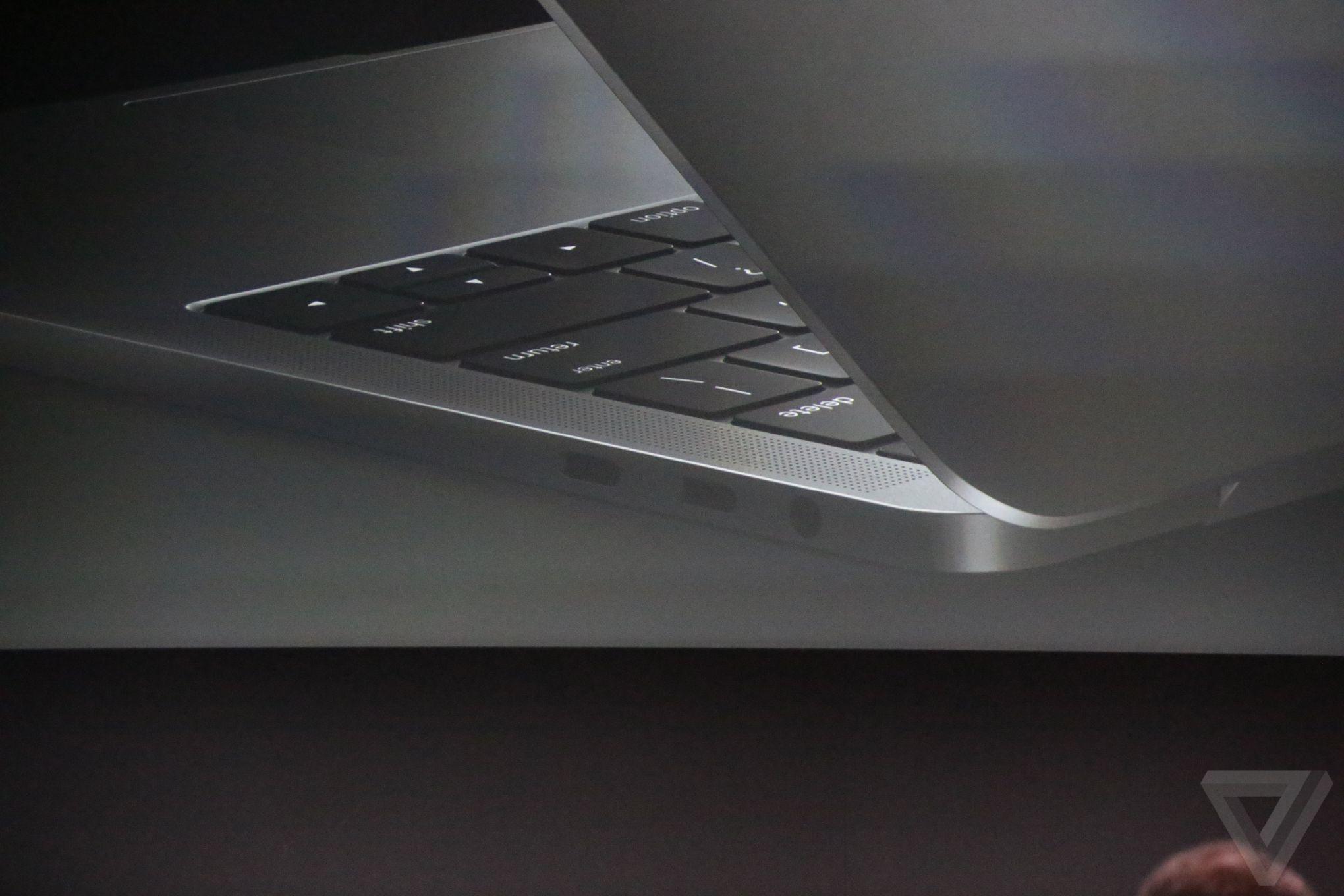 apple-macbook-event-20161027-8034