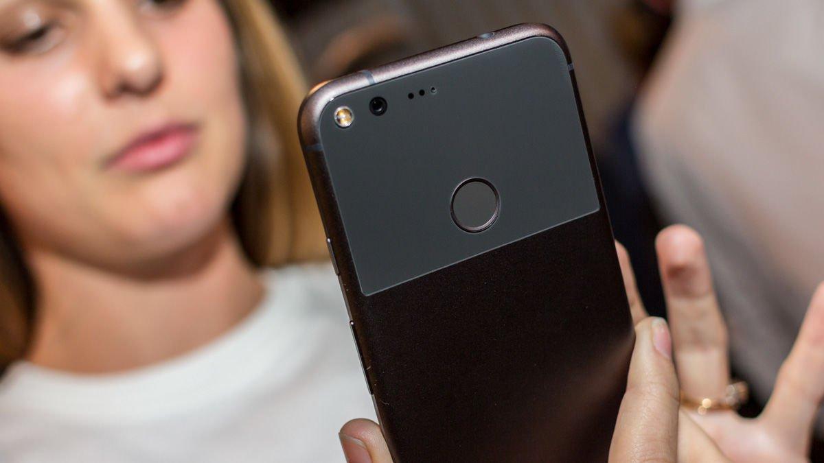 گوگل پیکسل در مقابل آیفون ۷ پلاس: مقایسه حسگر اثرانگشت