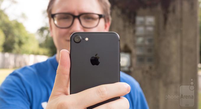 اپل آیفون ۷ در مقابل گوگل پیکسل ؛ کدام دستگاه تصویر سلفی بهتری میگیرد؟