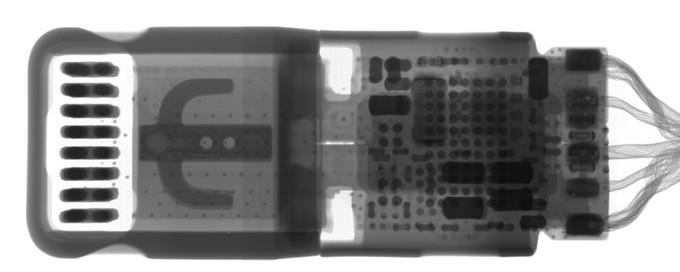 اجزاء تبدیل درگاه لایتنینگ به جک ۳٫۵ میلیمتری اپل را زیر اشعهی X ببینید