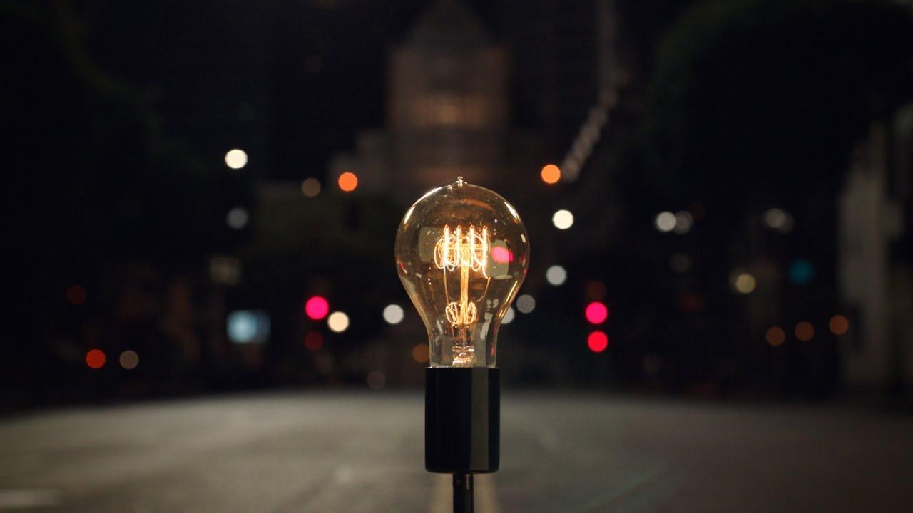 تبلیغات جدید اپل برای مک بوک پرو با تاچ بار لامپ ها