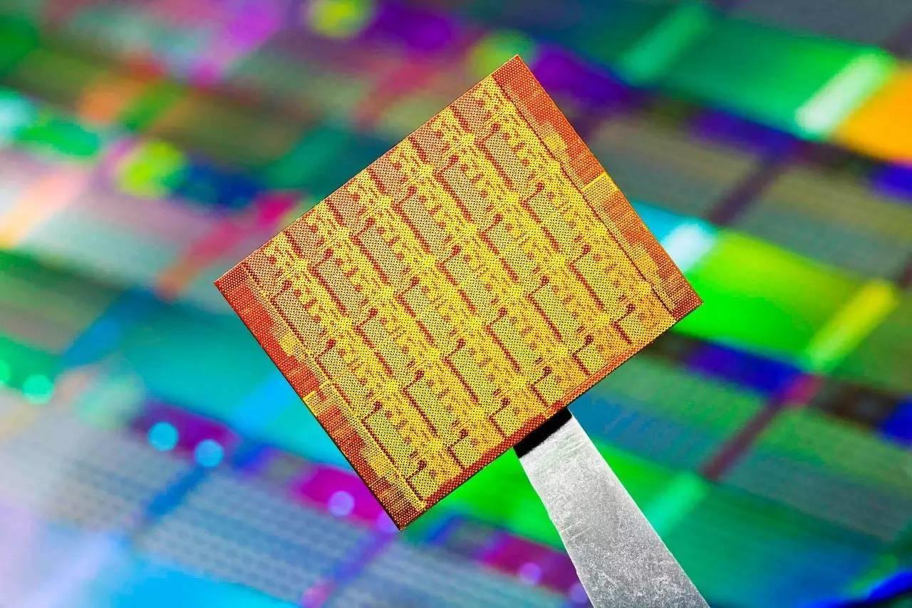 پیش بینی رقابت تنگاتنگ چیپستهای ۱۰ نانومتری