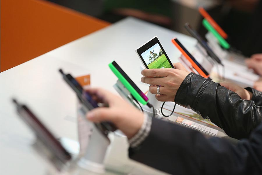 smartphones-on-display