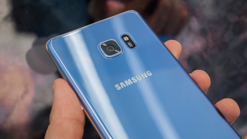 گلکسی ای ۵ ۲۰۱۷ (Galaxy A5 2017) در چهار رنگ از جمله یک رنگ آبی ارایه خواهد