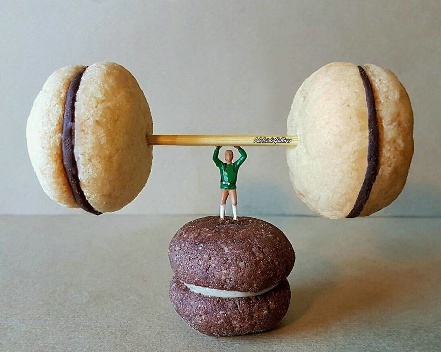 ad-italian-pastry-chef-creates-miniature-worlds-with-desserts-20