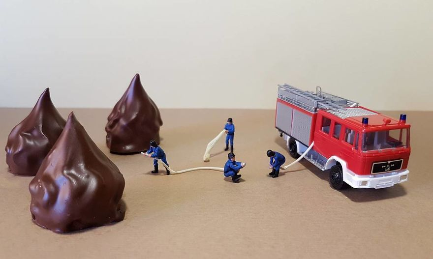 ad-italian-pastry-chef-creates-miniature-worlds-with-desserts-22