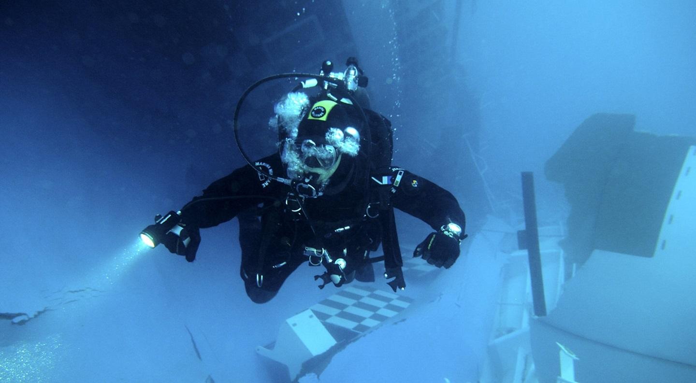 پژوهشگران برای برقراری سیستم ارتباطی بیسیم در زیر آب یا درون غار تلاش میکنند