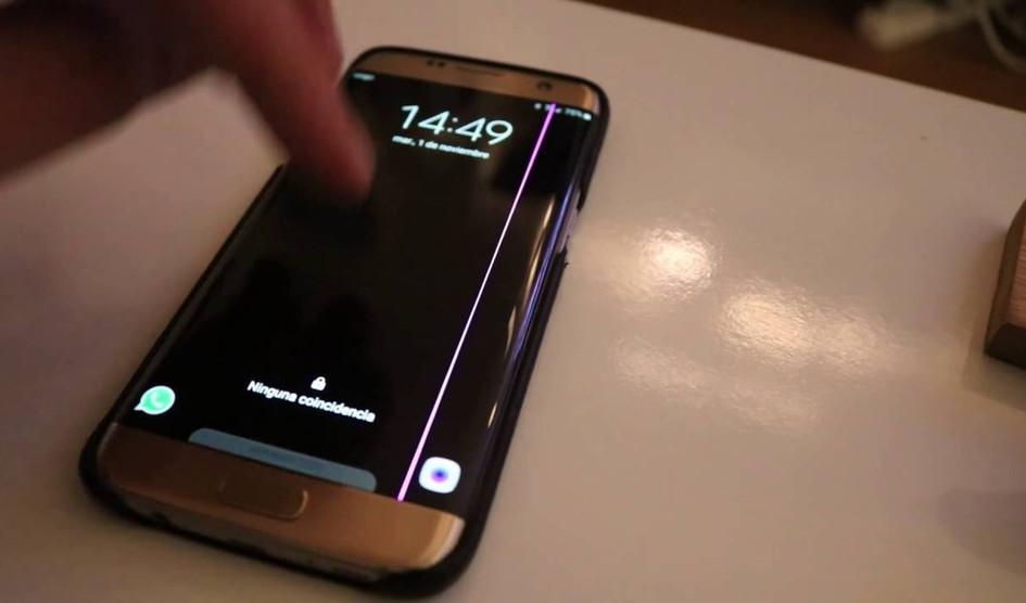 خط ارغوانی وسط صفحه نمایش گوشی Galaxy S7 Edge از کجا پیدا شد!؟