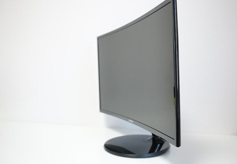 بررسی مانیتور خمیده مدل CF390 محصولی از Samsung