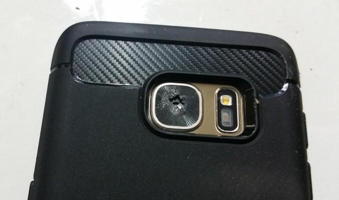 مساله جدید سامسونگ؛ لنز دوربین اصلی گوشی گلکسی اس ۷ به طرز مرموزی شکسته میشود!