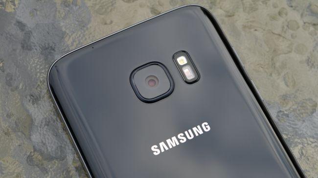 تصویری ببینید از ابراز جانبی DeX Station که گوشی Galaxy S8 را تبدیل به کامپیوتر میکند!