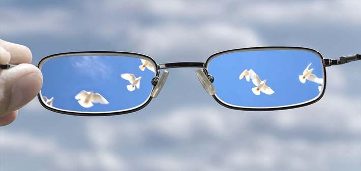 تماشا کنید: با این عینک میتوانید اجسام و رنگ های نامرئی را ببینید