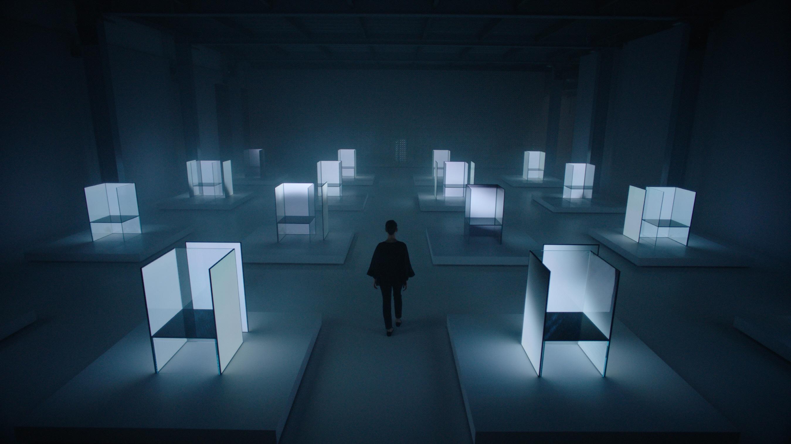 الجی با همکاری Tokujin Yoshioka به نمایشگاه هفته طراحی میلانو با عنوان «حواس آینده» روشنایی بخشید