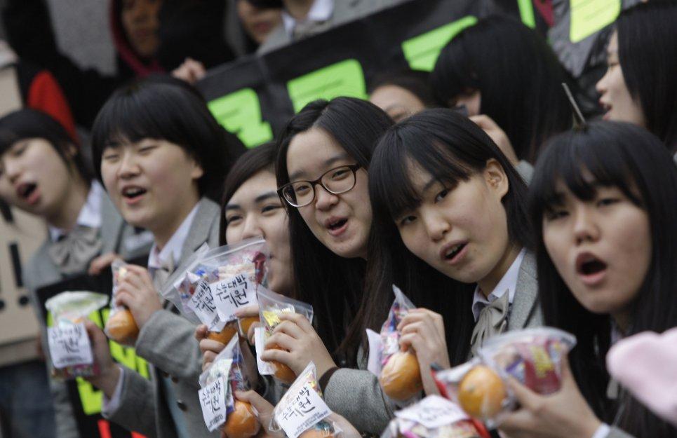 دانش آموزان کرهای