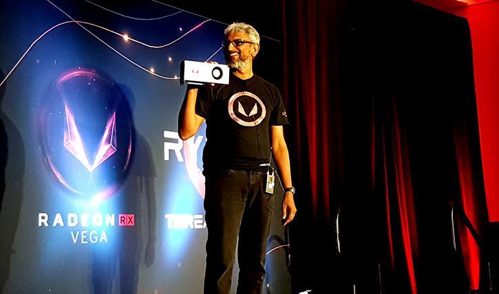 تصاویری از نسخه گیمینگ RX Vega در دستان راجا کودوری منتشر شد!