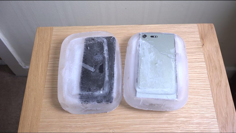 تماشا کنید: تست مقاومت گلگسی اس۸ و اکسپریا ایکس زد پرمیوم در برابر یخ زدگی