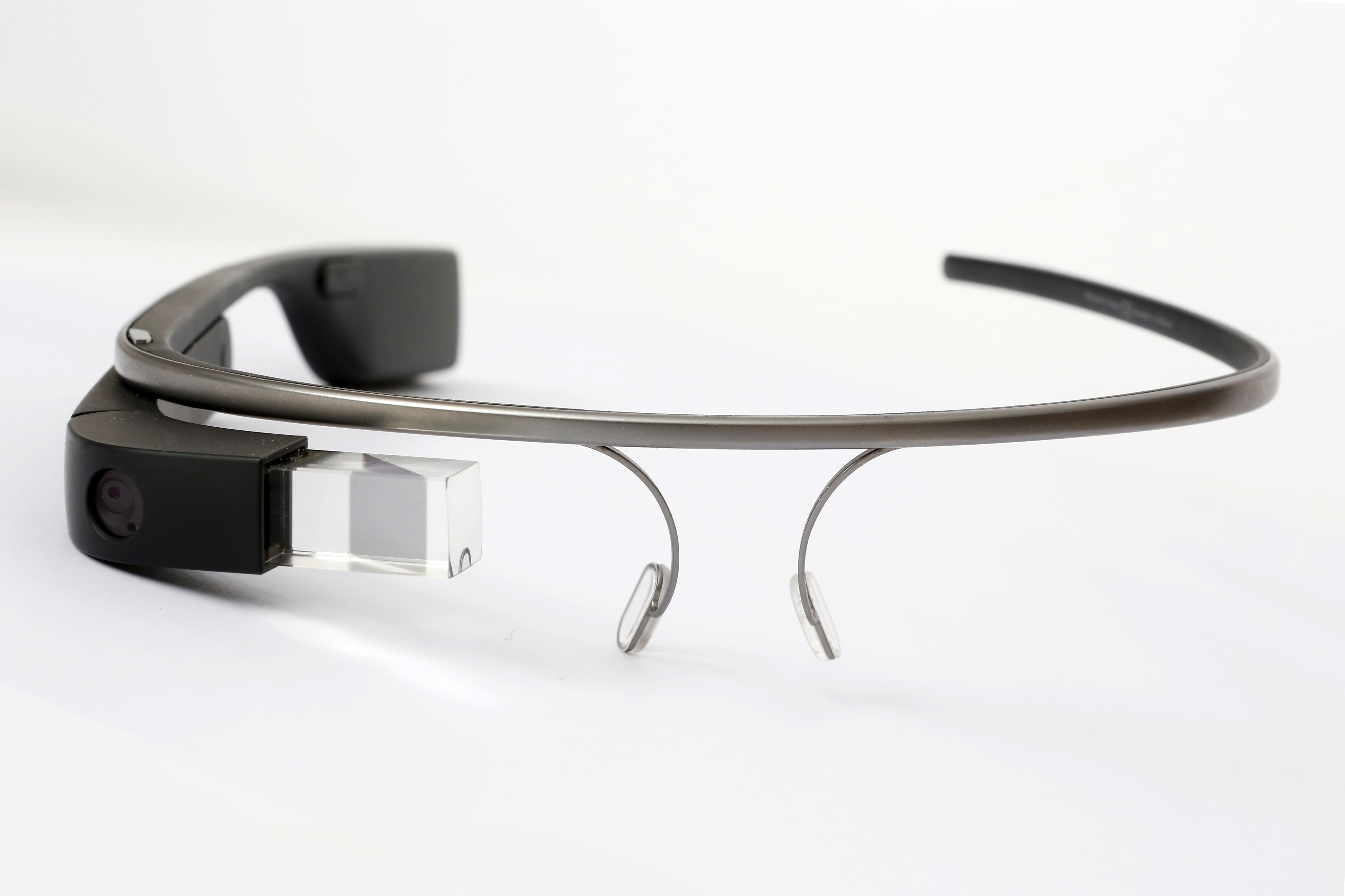 پتنتها خبر از ساخت عینک AR فیسبوک میدهند