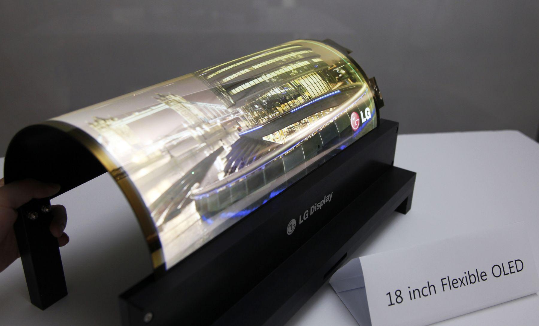 تحلیلگران پایان کمبود نمایشگرهای OLED انعطاف پذیر را به این زودیها نمیبینند