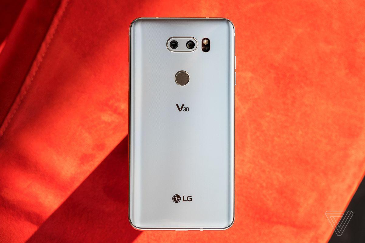 دوربین الجی وی 30 (LG V30) با f/1.6 تجهیز شده است