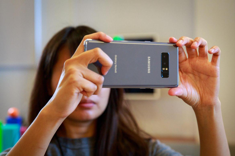 تماشا کنید: نگاهی به ویژگیهای دوربین دوگانه سامسونگ گلکسی نوت 8
