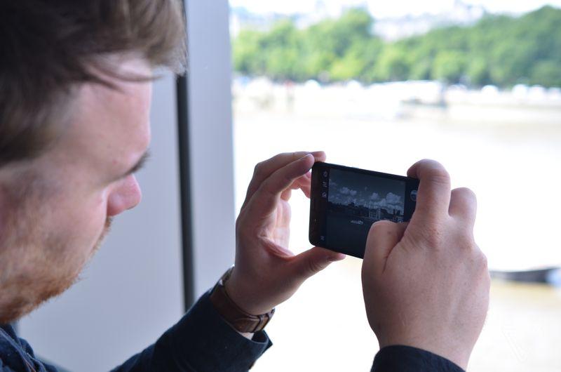 تماشا کنید: مقایسه دوربین نوکیا 8 با آیفون 7 پلاس