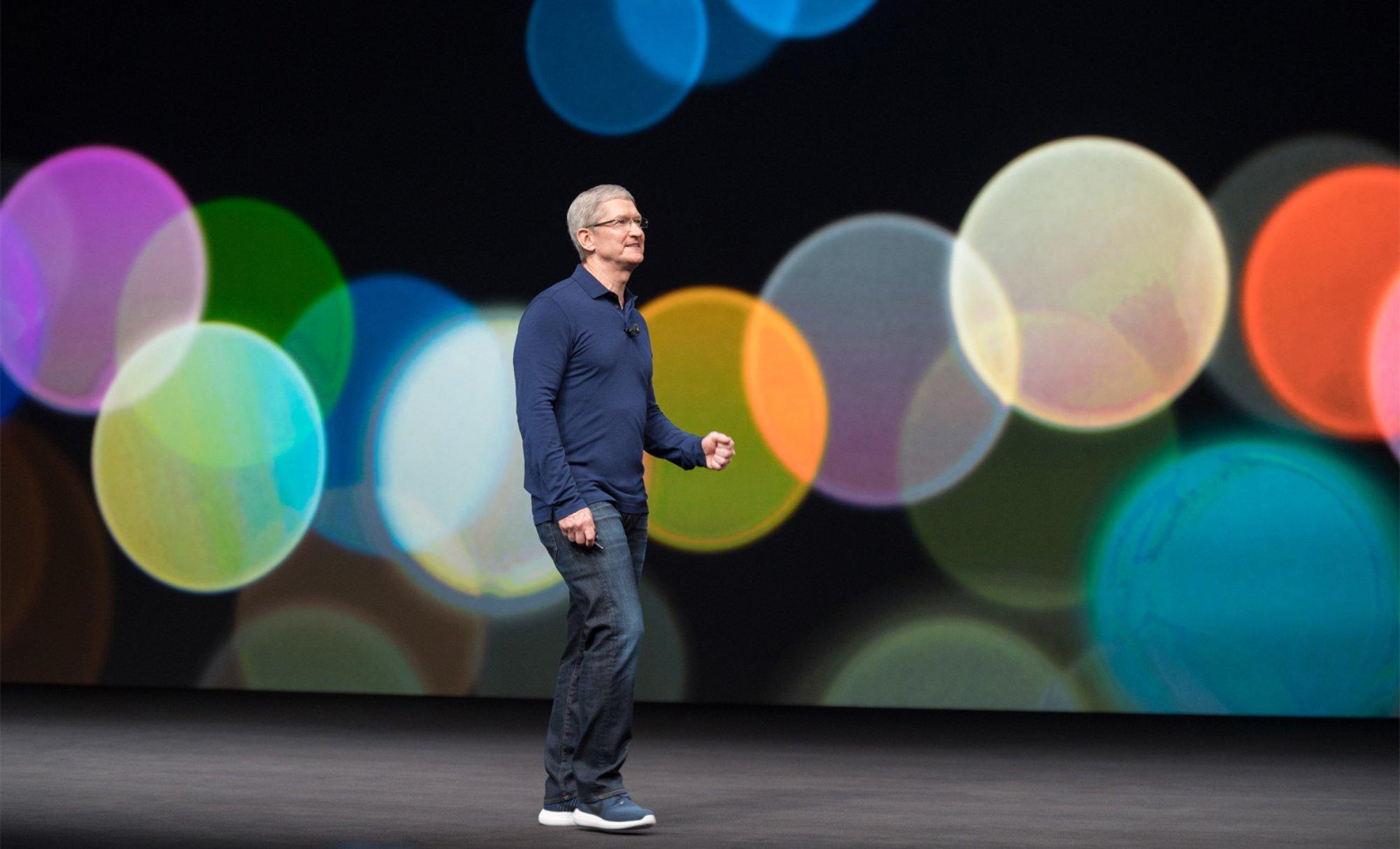 آیفون 2017: مدیرعامل اپل مدعیست که محصولات آنها تنها برای قشر غنی ساخته نشده است