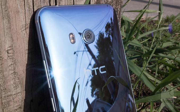 گوگل در حال مذاکره برای خرید کسب و کار موبایل HTC است