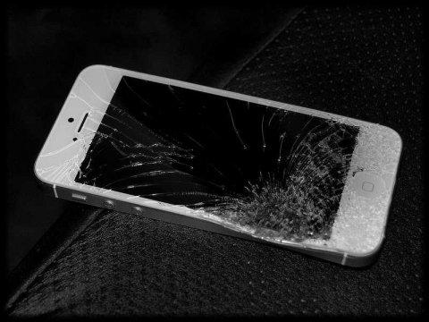 شکستن صفحه نمایش آیفون 5s