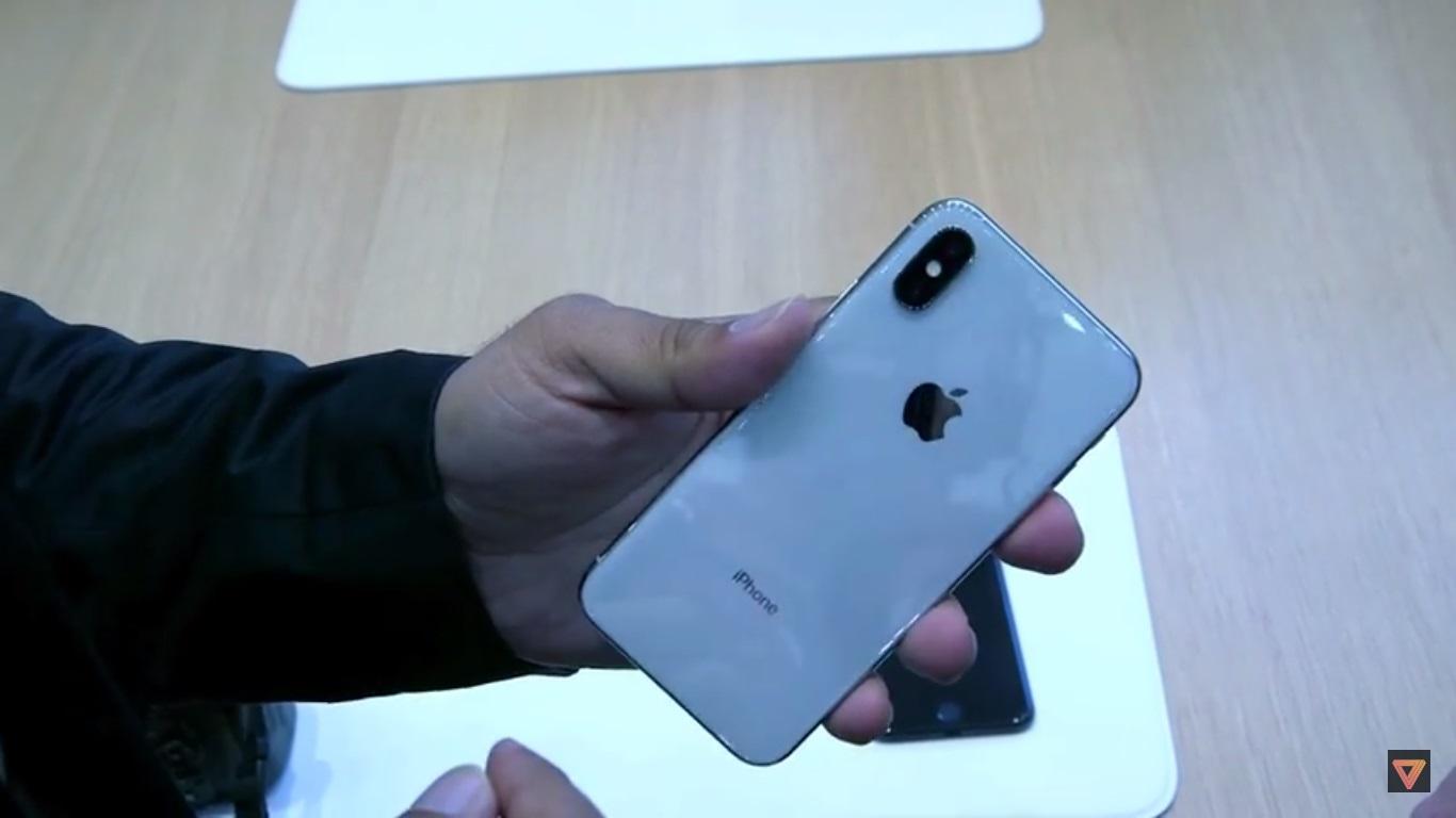 نگاه نزدیک به آیفون ایکس (iPhone X)