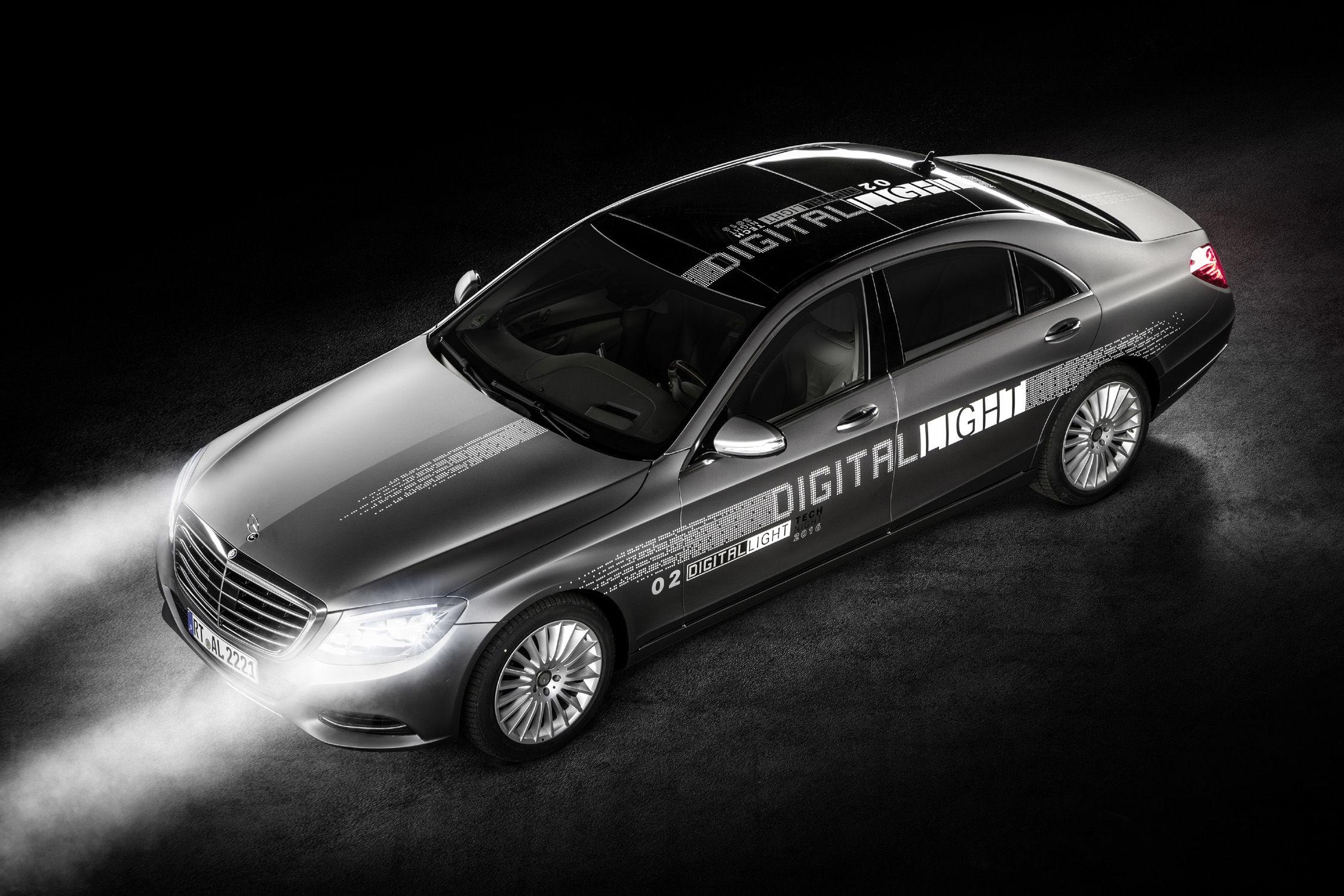 مرسدس در حال طراحی چراغهایی هوشمند جهت جلوگیری از منحرف شدن دیگر رانندگان است