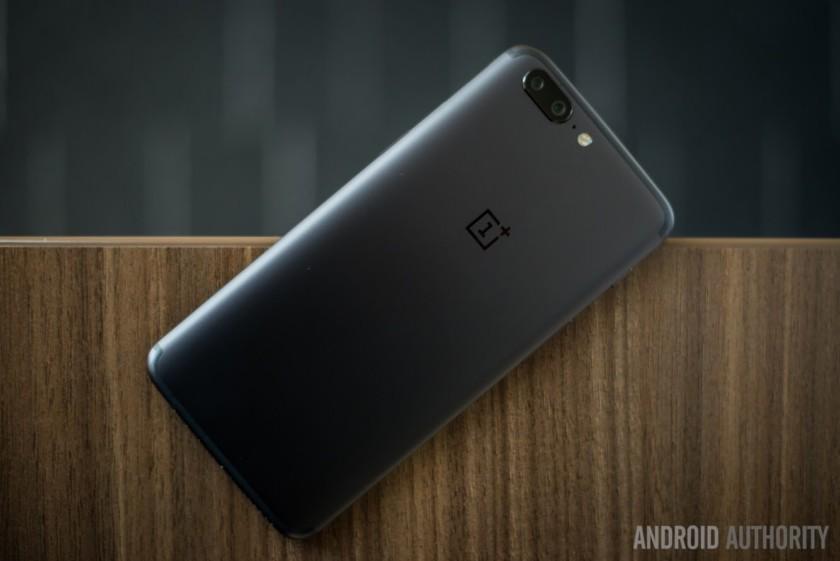 شایعات جدید ادعا میکنند که وان پلاس 5تی (OnePlus 5T) در ماه نوامبر عرضه خواهد شد