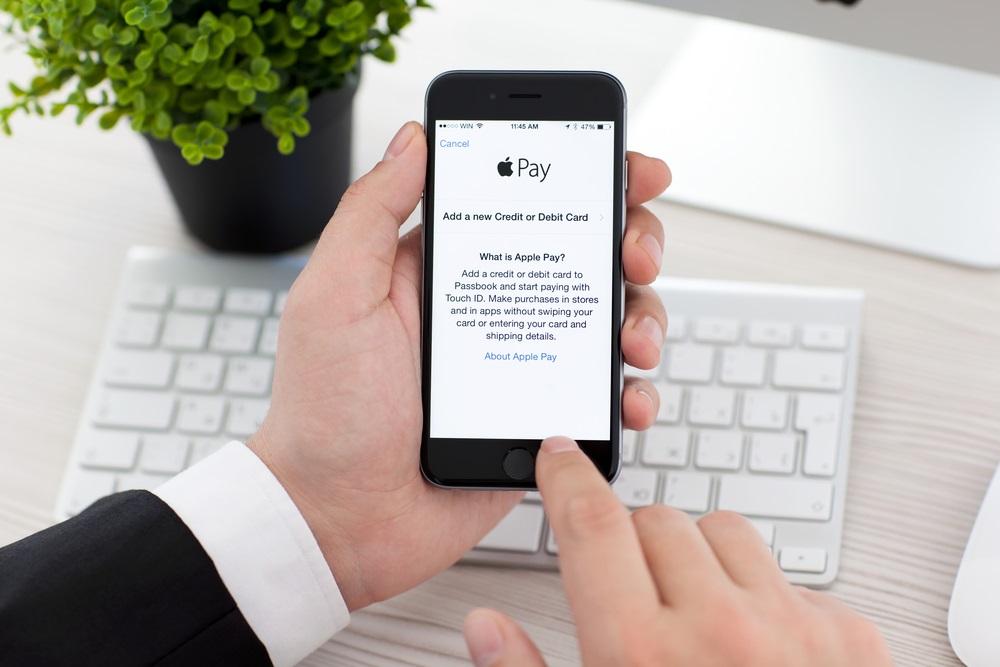 اپل ویژگیهای سیستم پرداخت خود در iOS 11 را توسط خردهفروشیها مورد بررسی قرار خواهد داد