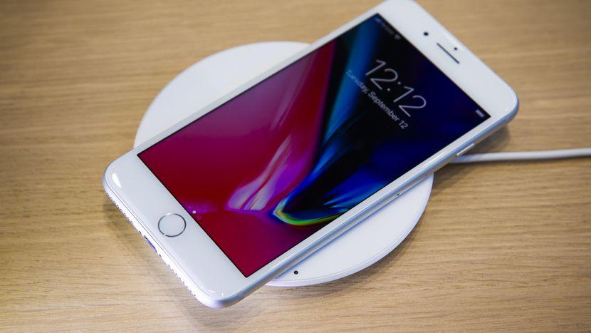 اپل گزارشهای متورم شدن باتری آیفون ۸ و ایفون ۸ پلاس را بررسی خواهد کرد