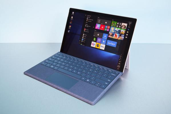 """آیا بخش تبلتهای ویندوزی سرفیس (Surface) کنار گذاشته خواهد شد؟ جواب مایکروسافت """"خیر"""" است!"""