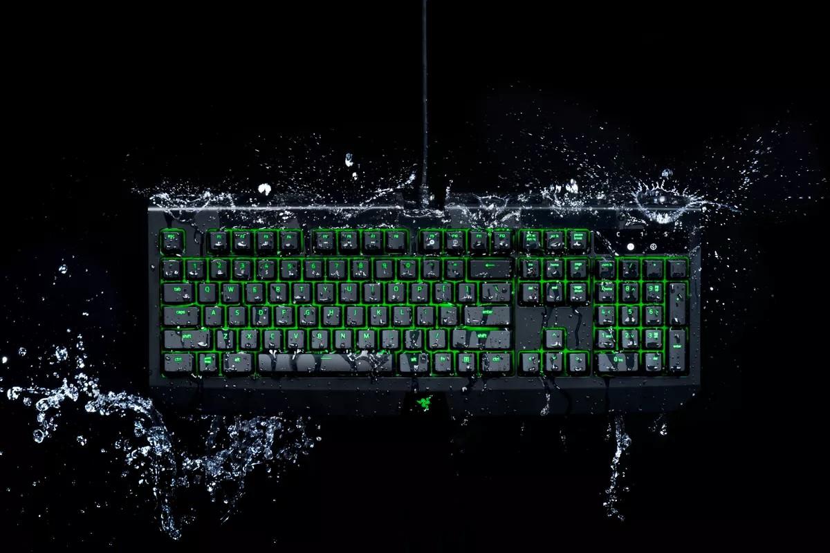کیبورد BlackWidow Ultimate محصول شرکت ریزر (Razer) در برابر نفوذ مایعات کاملا مقاوم است
