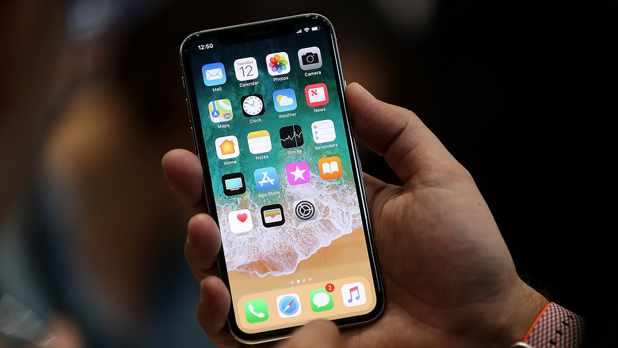 با انتشار بروزرسانی جدید از سوی اپل مشکل آیفون 10 (IPhone X) در هوای سرد حل شد