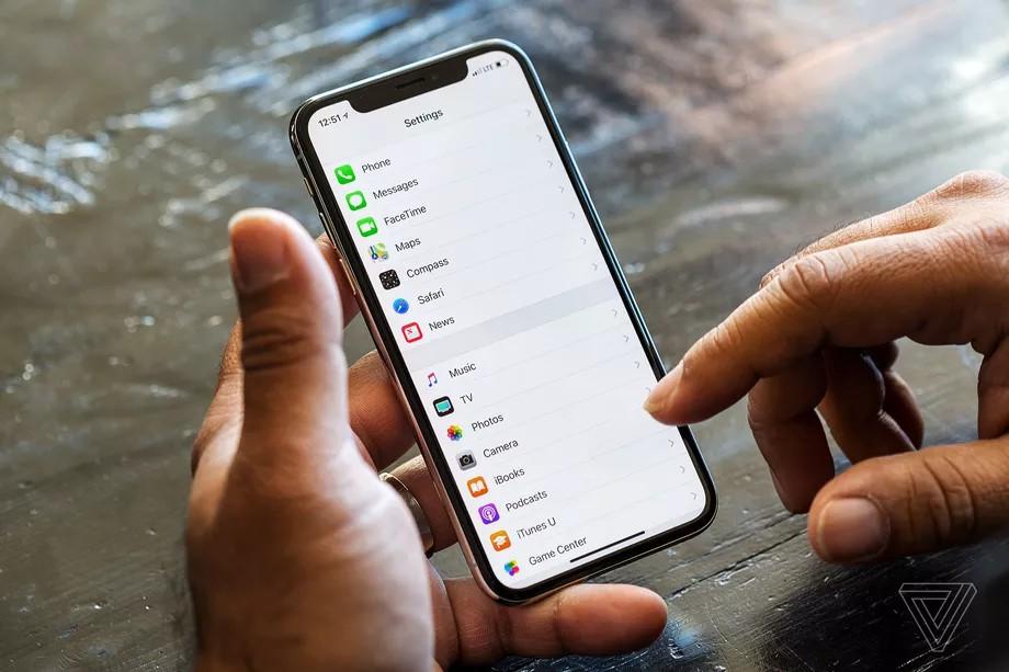 احتمالا اپل در سال آینده از دو آیفون با صفحه نمایش بدون حاشیه رونمایی خواهد کرد