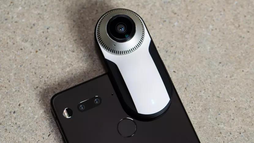 اسنشال فون (Essential Phone) حالا میتواند ویدیوهای 360 درجه را بر بستر فیسبوک به صورت زنده پخش کند