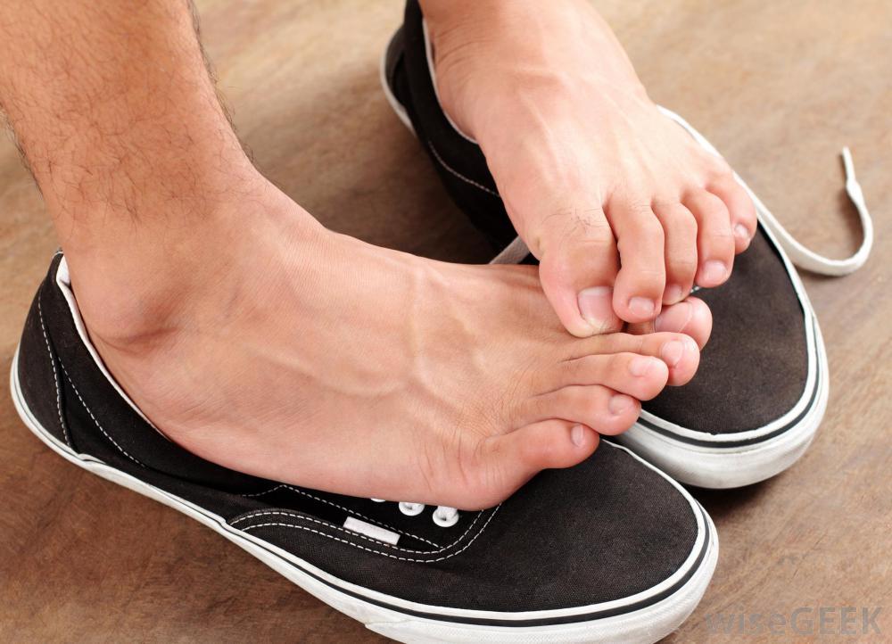 چرا پاهایمان تاول میزند؟