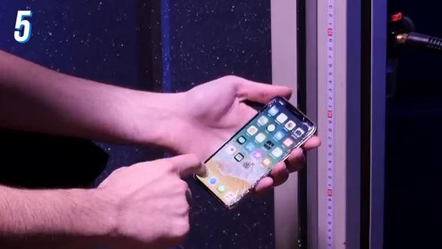 تست سقوط آیفون تن (iPhone X)