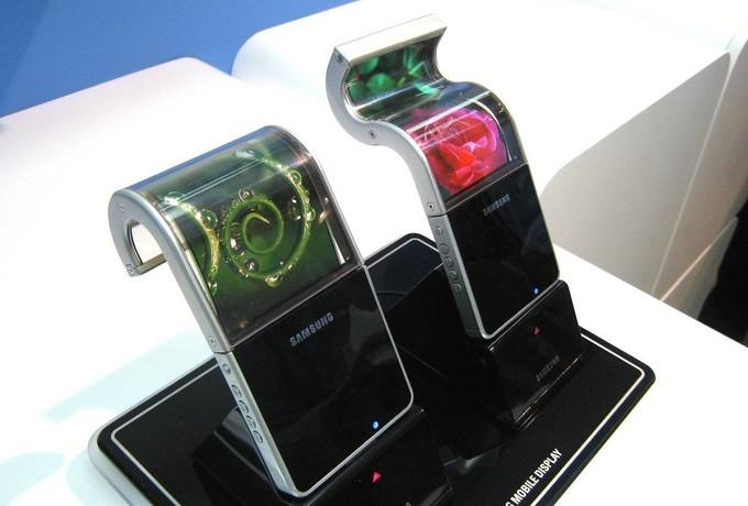رونمایی از اولین گوشی هوشمند تاشو سامسونگ تا سال ۲۰۱۹ به تعویق افتاد