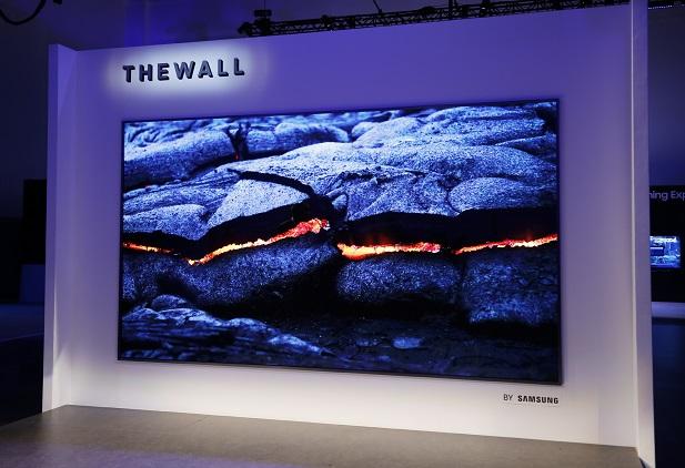 معرفی اولین تلویزیون 146 اینچی میکرو الایدی جهان ؛ «دیوار» سامسونگ