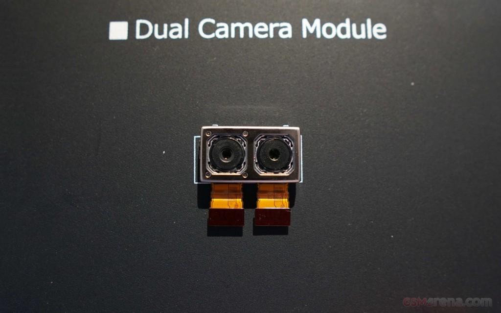 دوربین دوگانه سونی