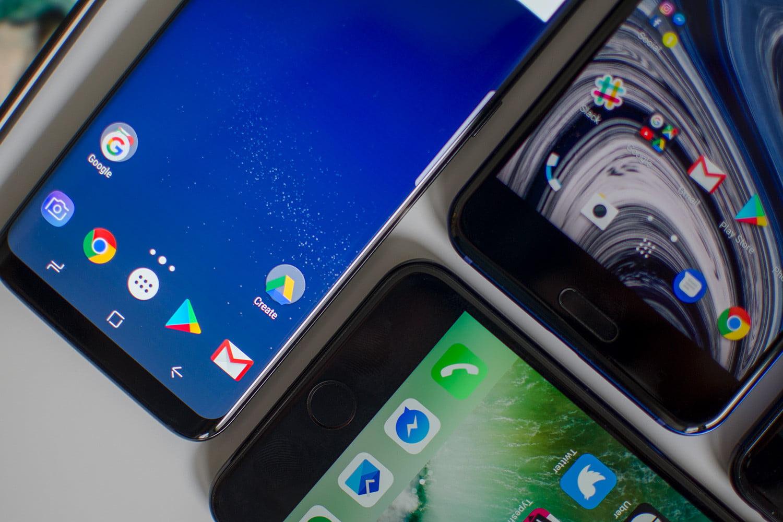 با کم حاشیهترین دستگاههای معرفی شده تا به اکنون آشنا شوید؛ از Essential PH-1 تا Apple iPhone 8