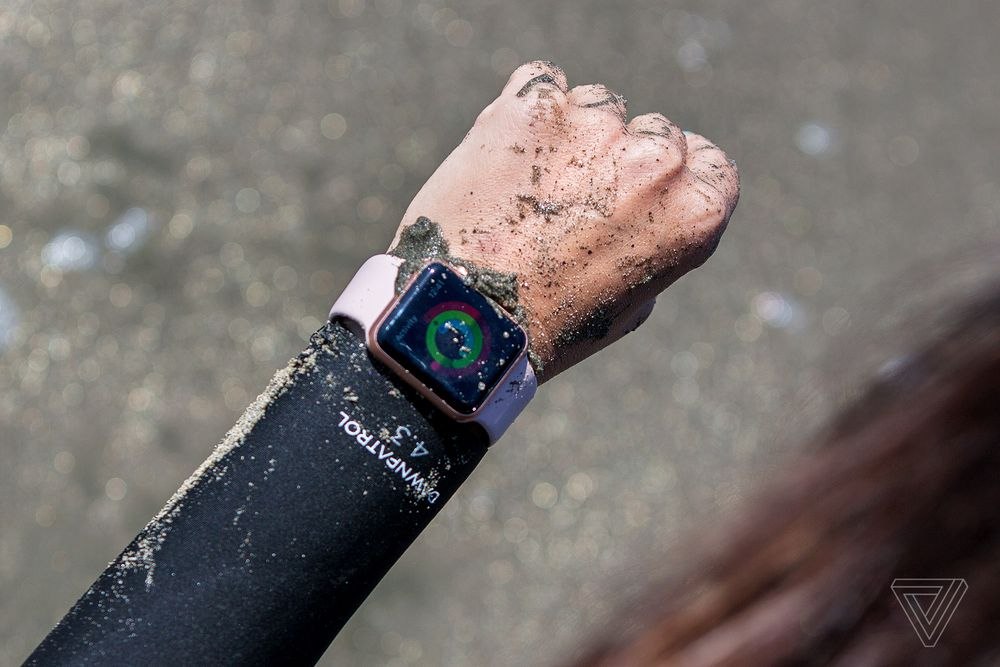 اپل واچ 4 با نمایشگر بزرگتر، طراحی متفاوت و عمر باتری بهتر عرضه می شود