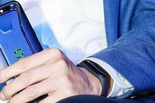 آیا این دستبند شیائومی می بند 3 (Mi Band 3) است؟